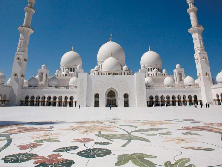 The mosque of Abu Dhabi on a Costa Cruise